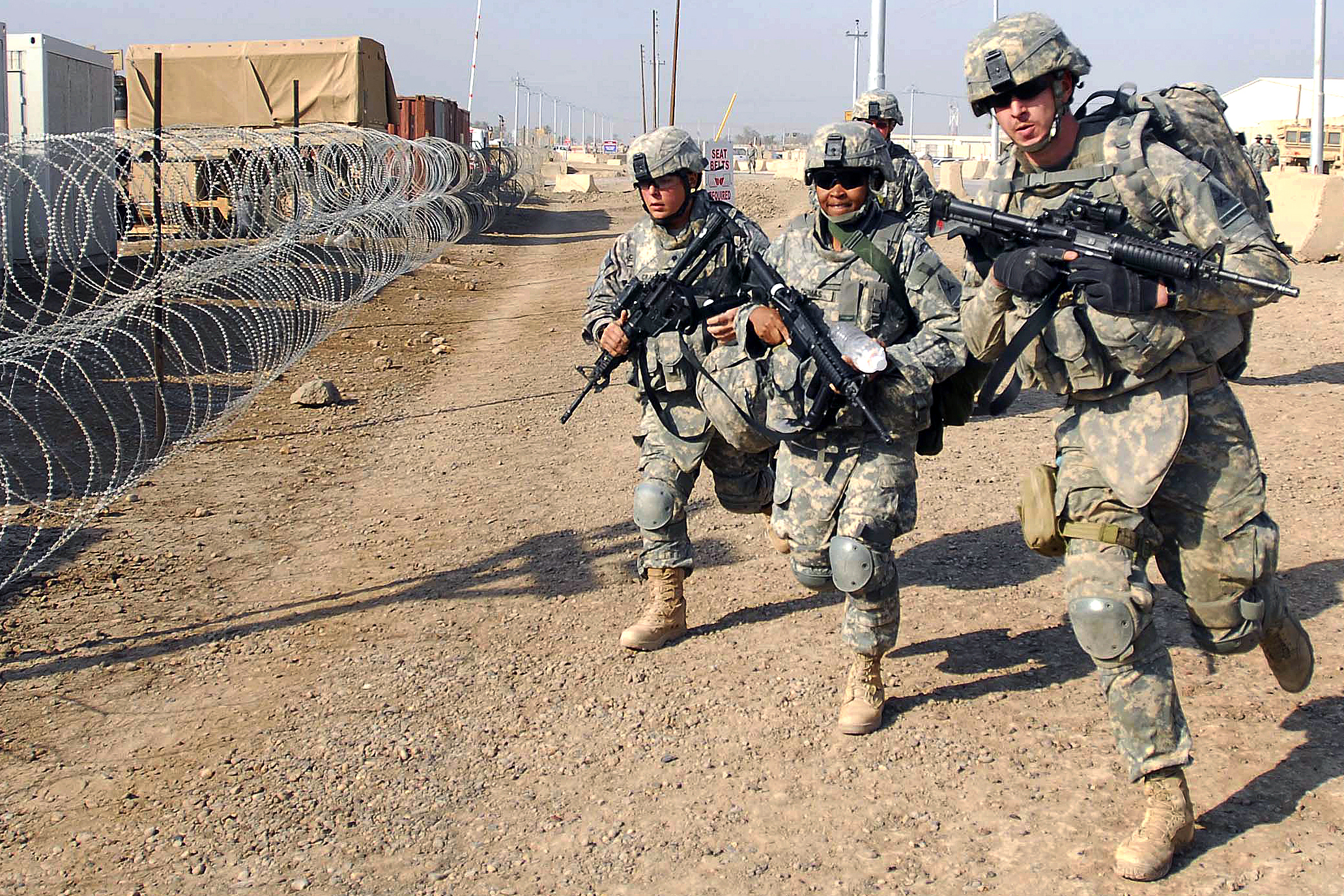 Flickr_-_The_U.S._Army_-_Multi-National_Division-Baghdad_Soldiers_take_high_stress_Combat_Life_Savers_class